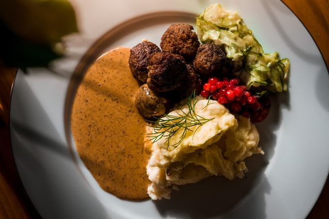 What vegetables go with Swedish meatballs