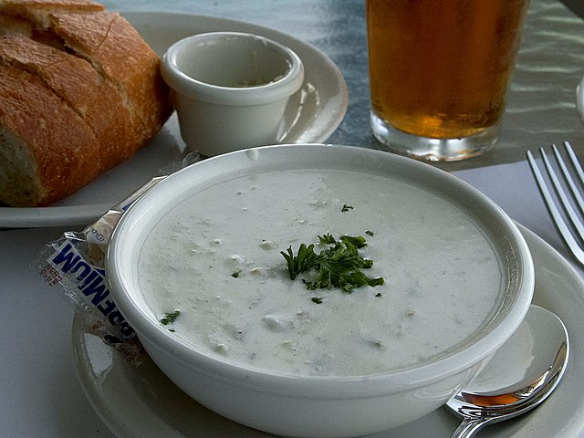 You are currently viewing What to serve with clam chowder?